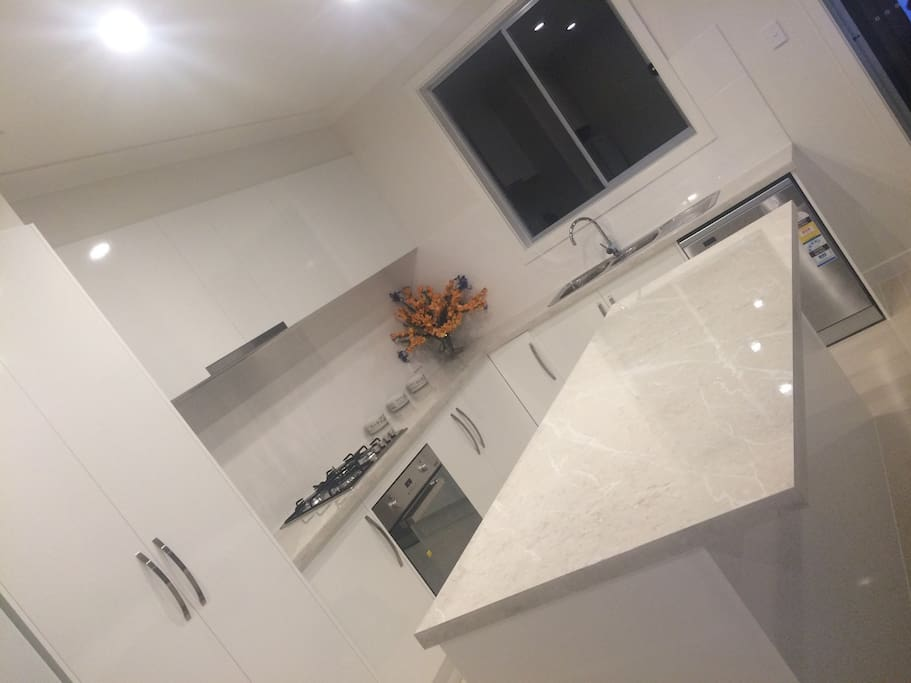 2 Pac gloss kitchen with caeser stone benchtops, gas appliances and everything you need to cook up a storm