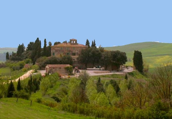 In the Crete Senesi and Val d'Orcia - Belsedere - House