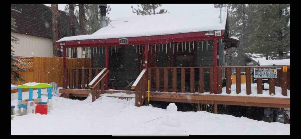 Bear Chalet close to Ski Resorts, Village & Lake