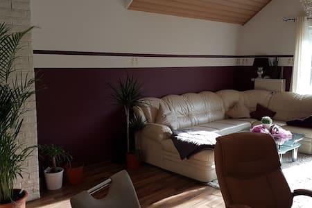 Moderne, helle Wohnung auf dem Land mit Seeblick - Denklingen - Daire