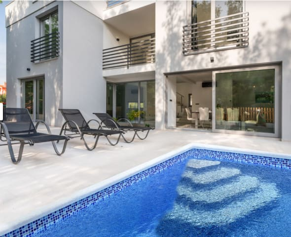 Villa Nikoleta Tribunj ****, private pool!