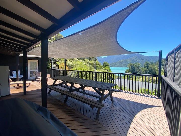 Sandy Bay Holiday Home, Kenepuru Sound