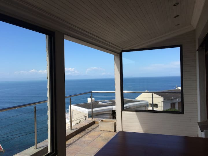 Spacious suite with breakfast in villa whales view