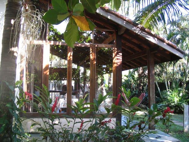 Casa na Praia de Maresias, próxima da praia.