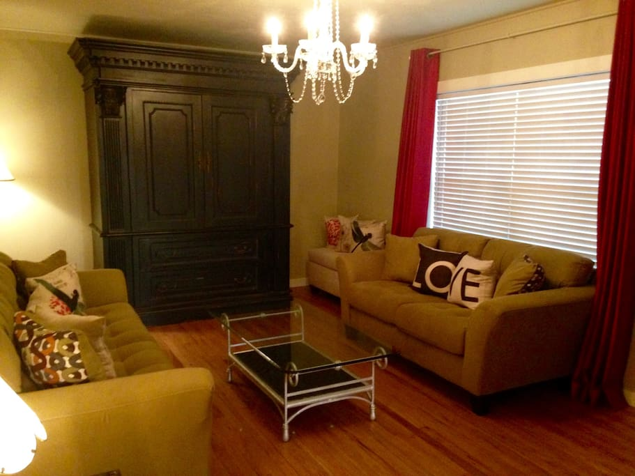 """Living Room with 40"""" Flat Screen TV"""