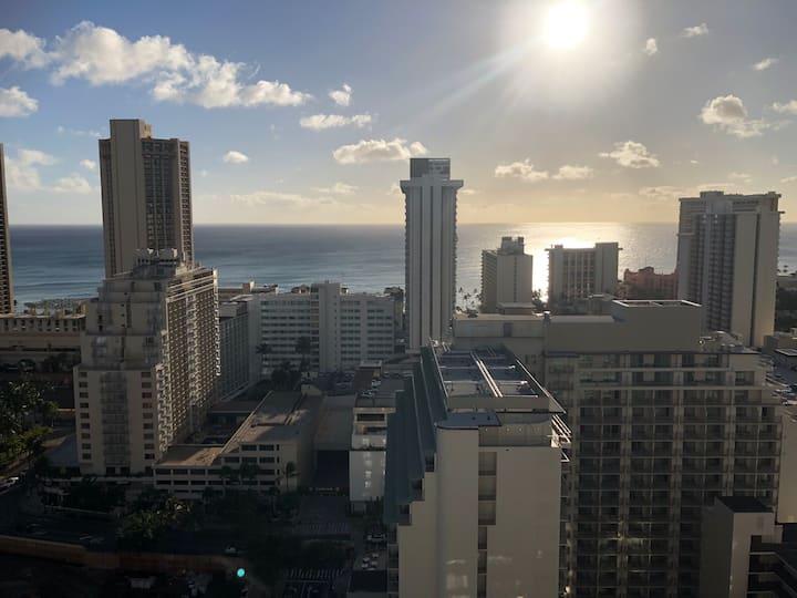 Wonderful Waikiki Studio Sleeps 4, Free Parking !!