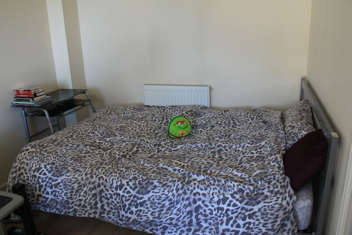 quiet and cozy bedroom in gateshead - Gateshead - Casa