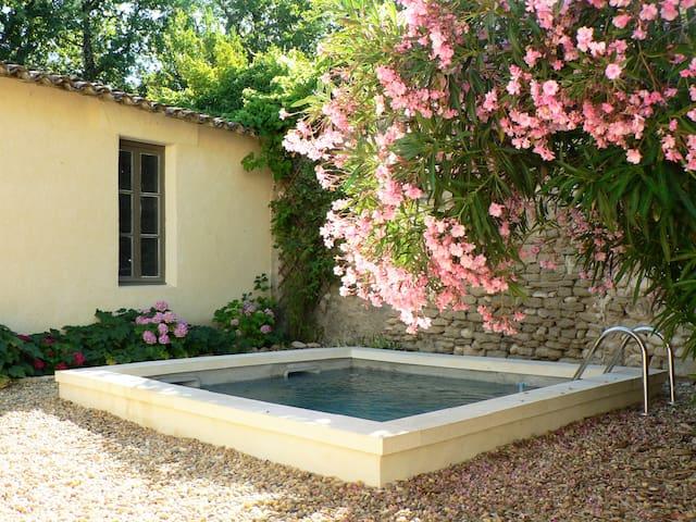 Chambre dans maison de caractère dans le Luberon - Cabrières-d'Avignon - Haus