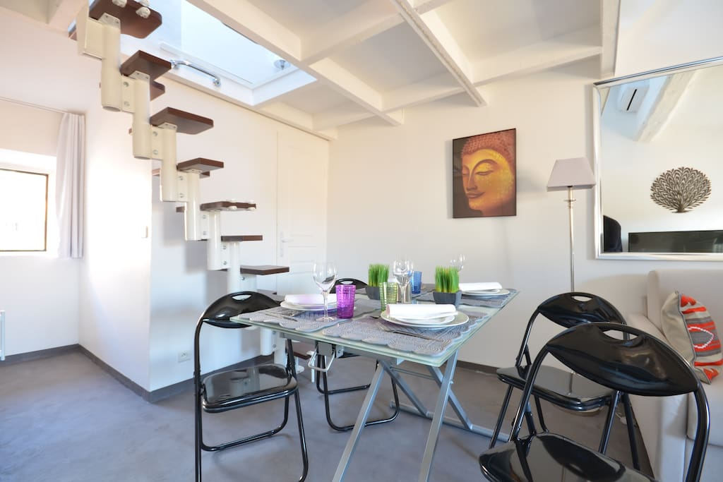 Studio mezzanine au coeur du village st tropez apartments for rent in saint tropez paca france - Mezzanine studio ...