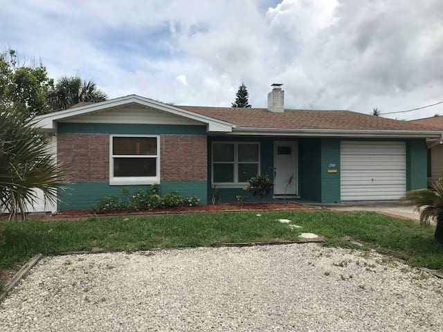 New Smyrna Beach Home only steps to Flagler/Beach