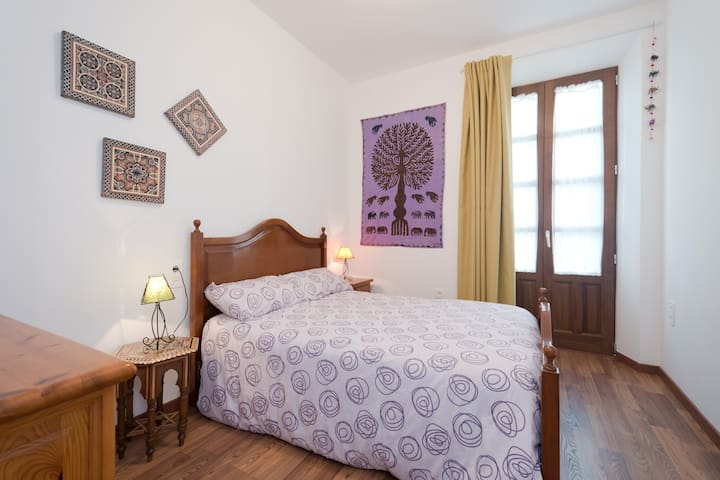 Dormitorio bedroom with double bed