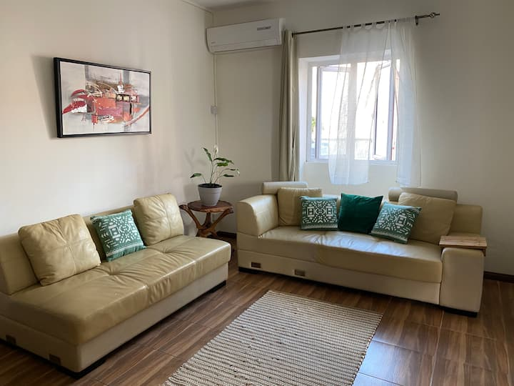 Swanky apartment (1 min walk to Pereybere beach)