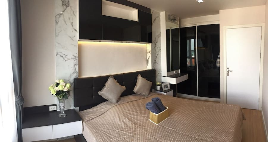 *Luxury room on Sukhumvit* nearBTS/WiFi/Pool/Gym!