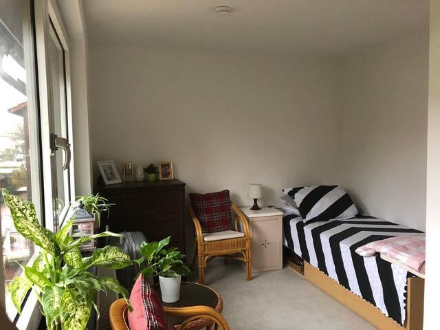 Gemütliches Zimmer in frisch renoviertem Haus