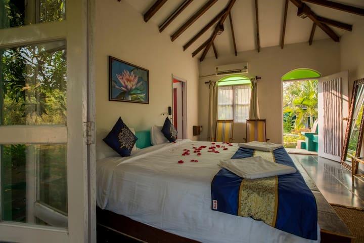 1Delux Hut with Pvt backyard garden & Yoga Shalla