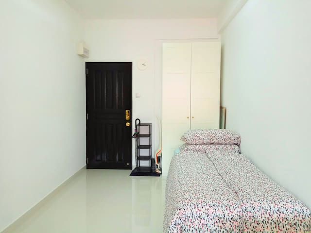 Clean, compact studio in the heart of Katong.