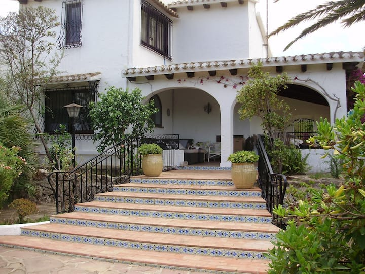 Traditional villa, pool and mature garden nr Denia