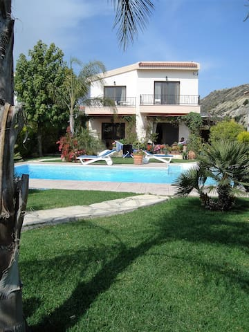 A luxury villa in beautiful gardens - Pissouri - Villa