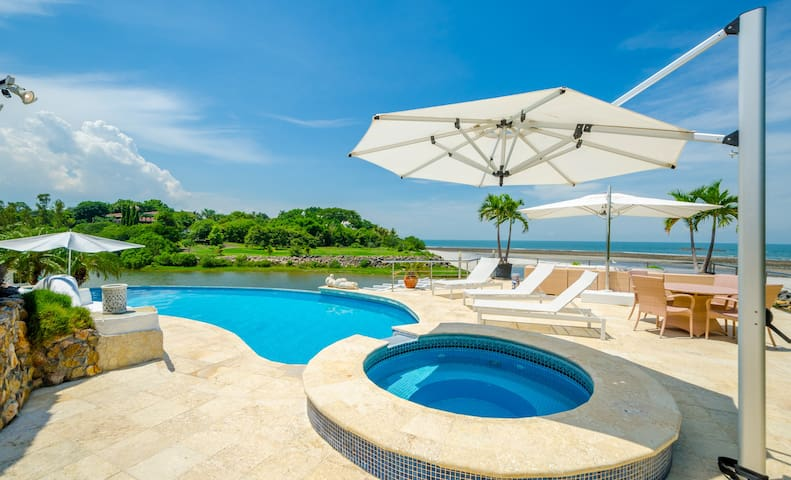 Spectacular beach house in Punta Barco Resort - Panamá Oeste - Dům