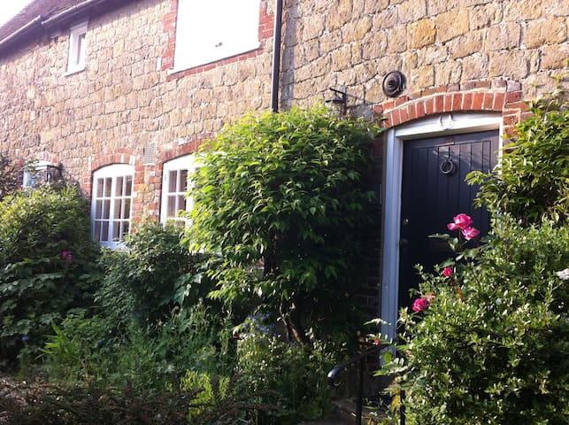 Beautiful Characterful Cottage - Easebourne - Σπίτι
