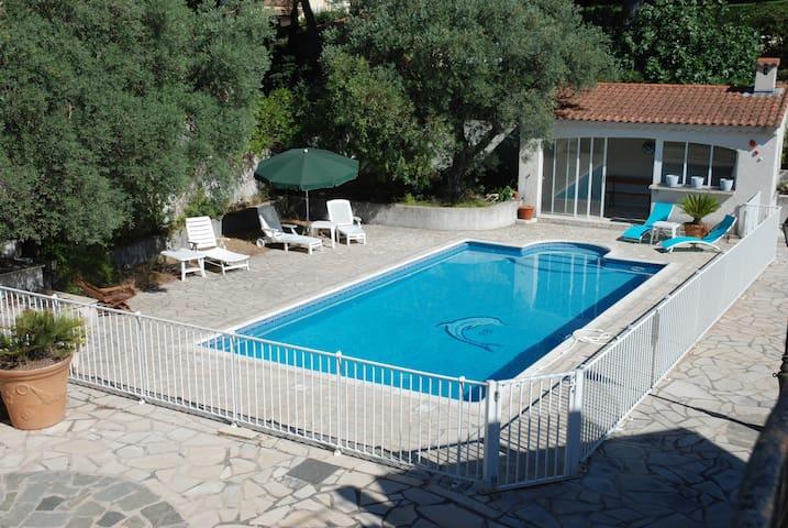 Votre villa avec piscine sanary la cride houses for for Camping sanary sur mer avec piscine