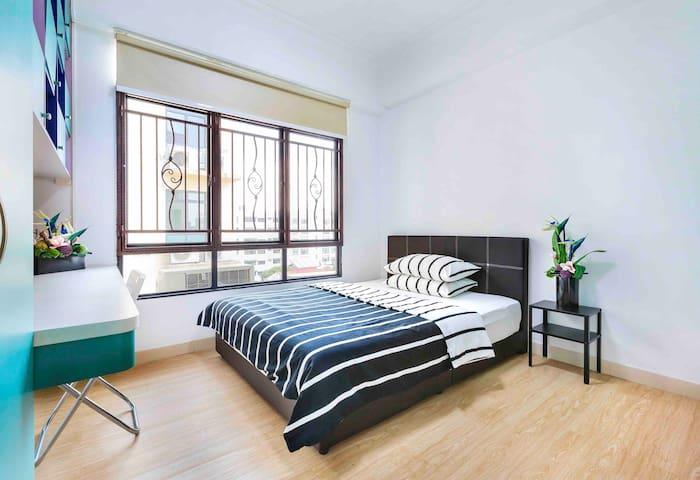 *B4 私人公寓 漂亮卧房 近市区 600米至阿裕尼地铁站
