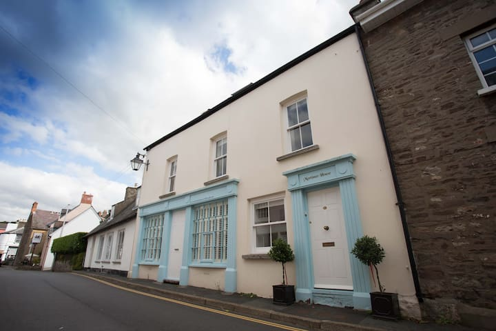 No. 1 Mortimer House 5* Self Catering, Crickhowell - Crickhowell - Apartment