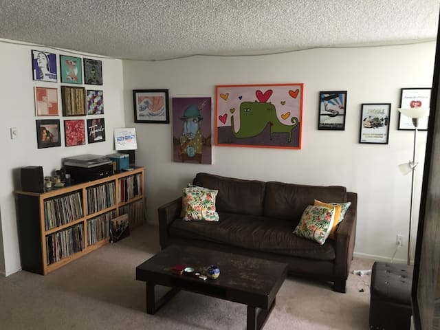 Vacation Apartment in Santa Monica (NOW WITH A/C!)