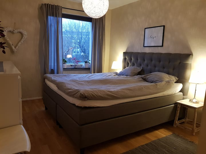 Cozy room with breakfast close to Helsingborg C.
