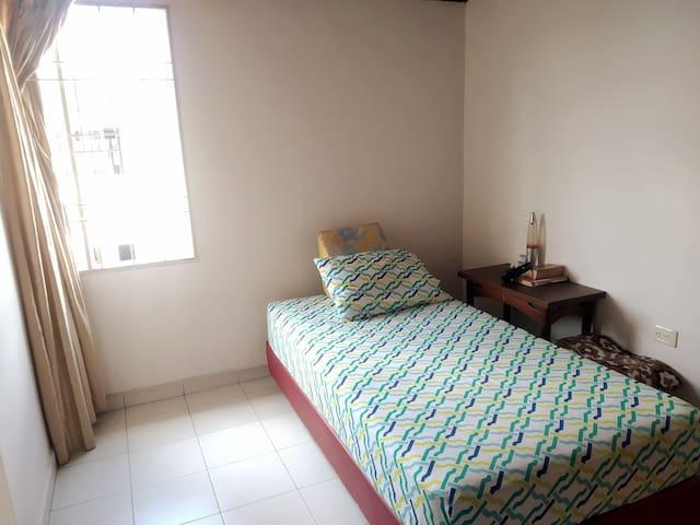 Habitación tranquila, estudio privado, wifi 100Mb