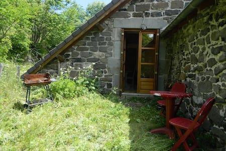 Chambre et coin repas limite Ardèche / Haute Loire