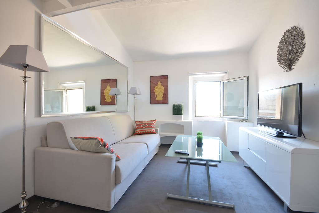 Studio mezzanine au coeur du village st tropez flats for rent in saint tropez paca france - Studio mezzanine ...