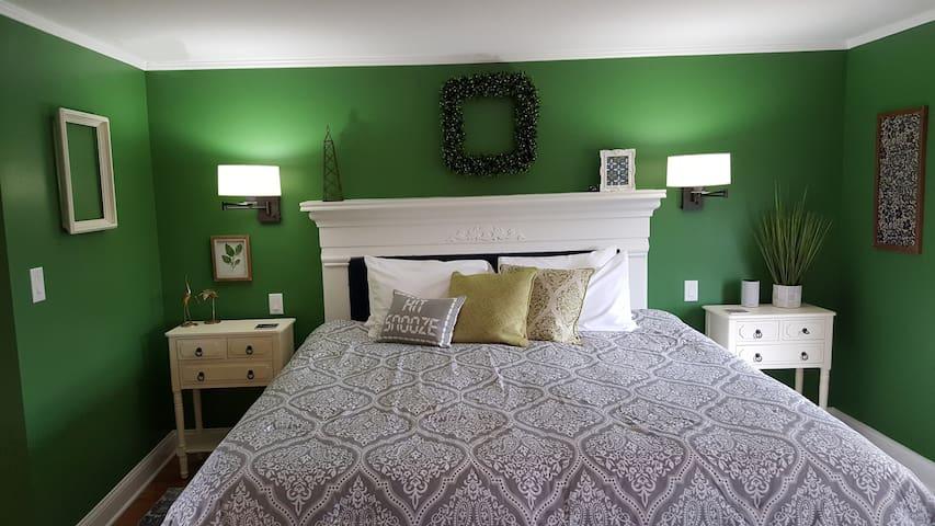Holly Room - Mansion Farm Inn
