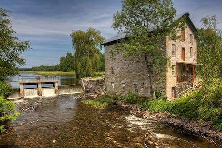 Island Mill Getaway - 3RD NIGHT FREE! TIL APRIL 30 - Prince Edward