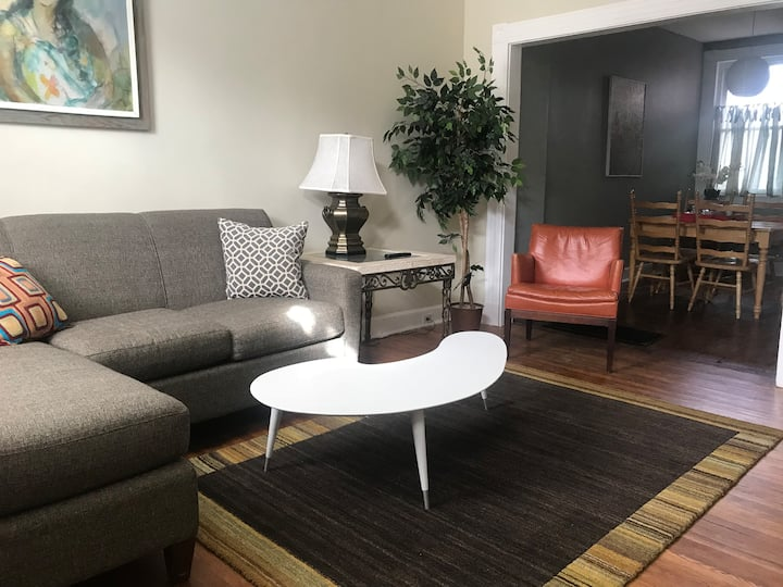 Lovely 2BR Townhouse in Downtown Lancaster