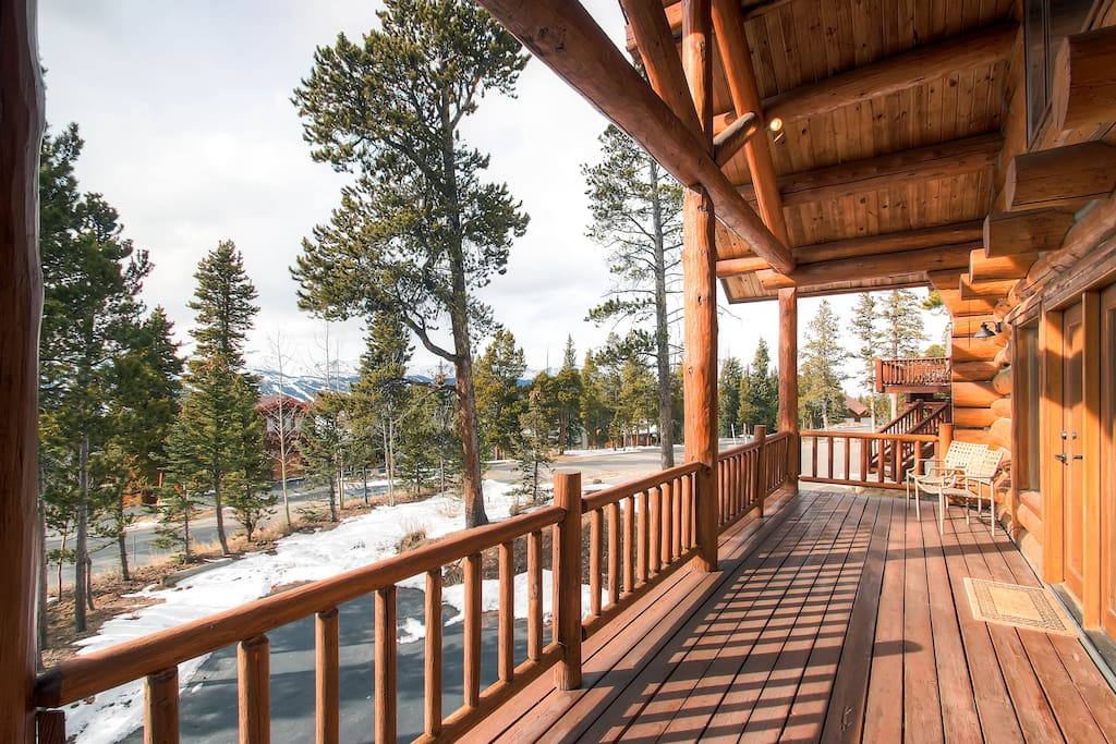 You'll enjoy picturesque views of the ten mile range from the 2nd floor balcony (enter from living room).
