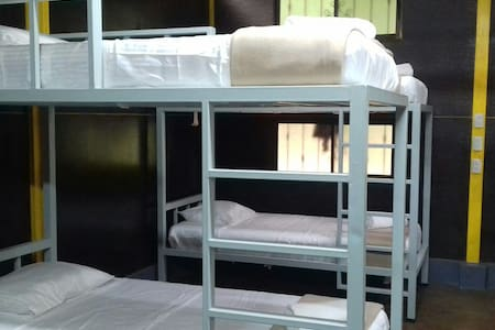 Bed in shared room - La Abundanci - Asrama