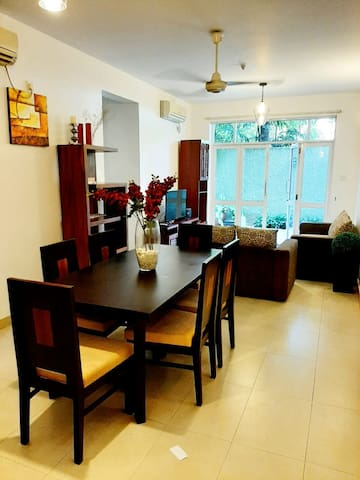 Cozy apartment in exclusive Colombo 7 with pool