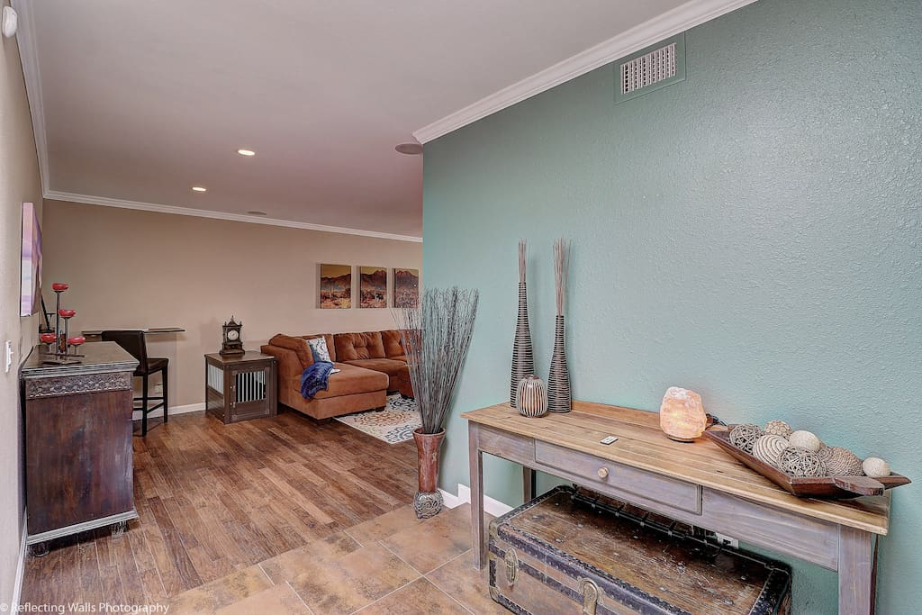 Papago Patio - Spacious Entry with tons of light