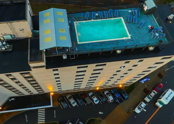 5 Blocks From Broadway!Roof top pool!!!