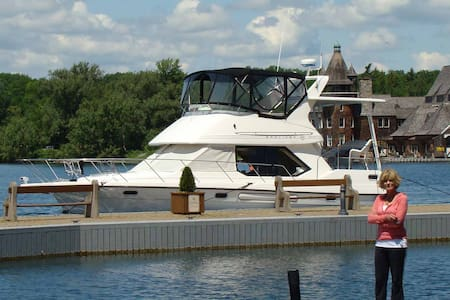 1000 Island Yacht Charter - Alexandria Bay - Barco