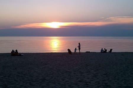 2 Fun Lake Michigan Homes @sleep 10 - Lakeside