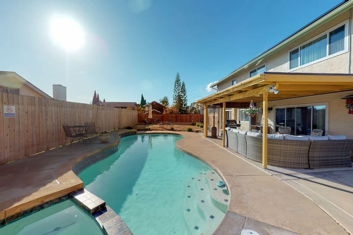 Colorful home w/ a private pool, furnished patio, & pool table!