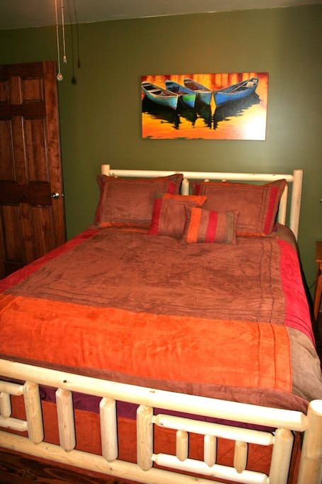 2nd bedrooms with queen bed