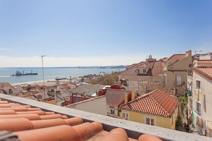 Cozy duplex with Tagus River view - Safely clean