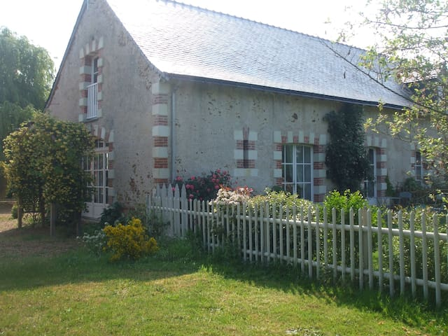 """LES GITES DE """"LA PELLERIE"""" (x 2) - Cheffes sur Sarthe - Hus"""