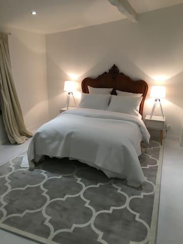 Downstairs double bedroom with en-suite shower