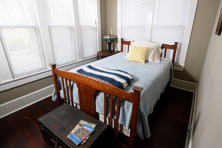 Craftsman-style home - Tupelo - House