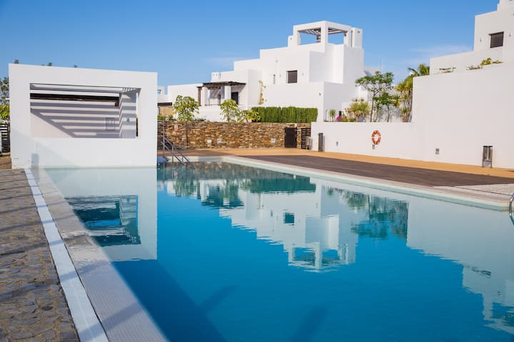 Torres 10, modern 4 bedrooms, communal pool