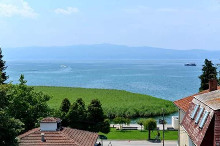 Ohrid Lake View Apartment with Balcony-Poolside